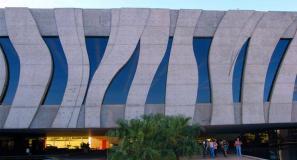 Na busca da lei que aprova cassinos no Brasil